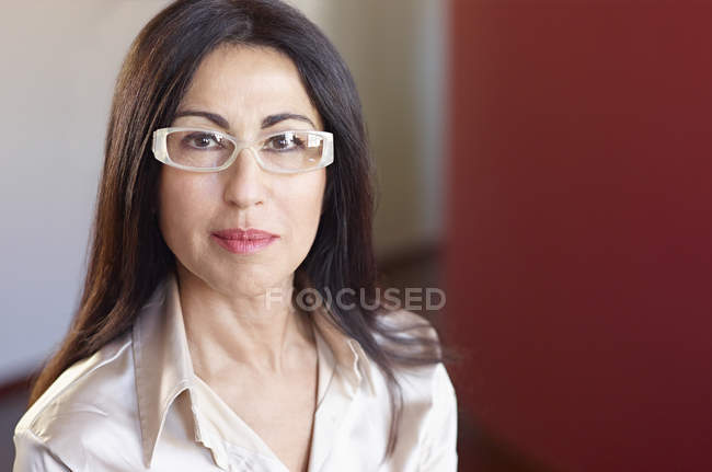 Portrait of businesswoman in glasses looking at camera — стокове фото