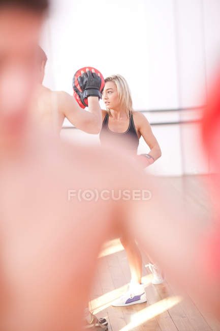 Young adults training in gym — Stock Photo