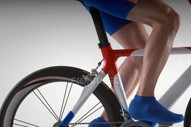 З часу пробну велосипед велосипедист — стокове фото