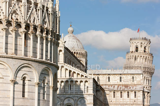 Piazza dei miracoli with cloudy sky on background, Pisa, Italy — Stock Photo