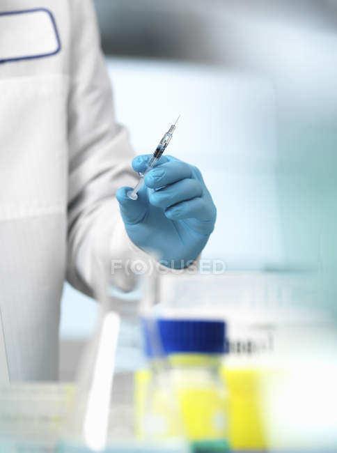 Pharmaceutical Research, doctor preparing a syringe for a medical trial — Stock Photo
