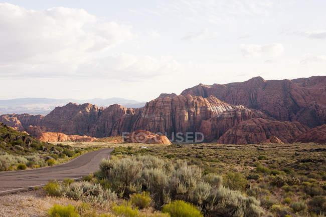 Vue du parc d'état de Snow Canyon paysage et route, Utah, Usa — Photo de stock