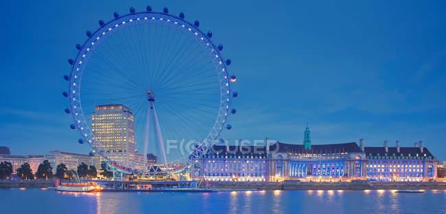 Панорамний вид на Лондон очі на ніч, Лондон, Великобританія — стокове фото