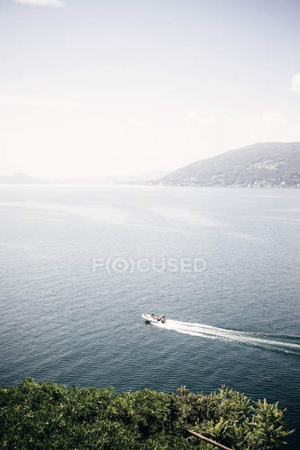 Vista panoramica del lago, Luino, Lombardia, Italia — Foto stock