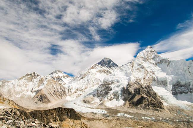 Mount Everest unter Schnee — Stockfoto