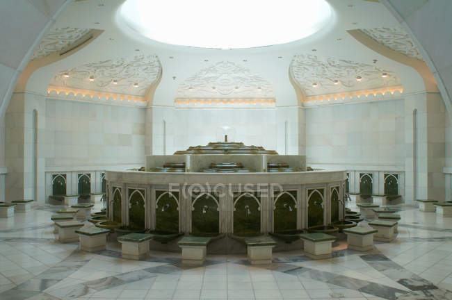 Багато прикрашений пам'ятник під мечеть skylight — стокове фото
