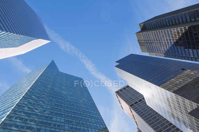 Low angle view of office buildings, Manhattan, New York, USA — Stock Photo