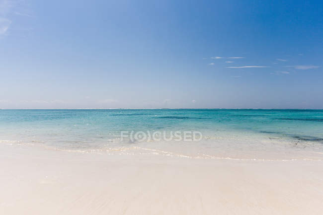 Beach and calm sea — Stock Photo