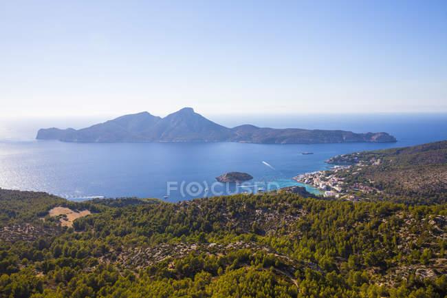 Vista elevata della costa e dell'isola di Dragonera da Maiorca, Spagna — Foto stock