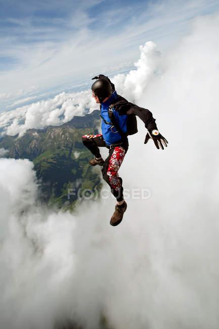 Skydiver sobre Saanen, Suíça — Fotografia de Stock