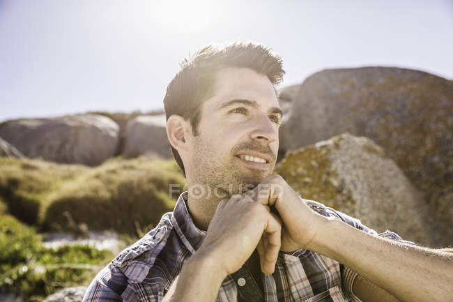 Mid adult man, outdoors, looking away in thoughtful pose — Stock Photo
