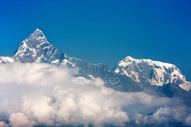 Machapuchare and annapurna peaks — Stock Photo