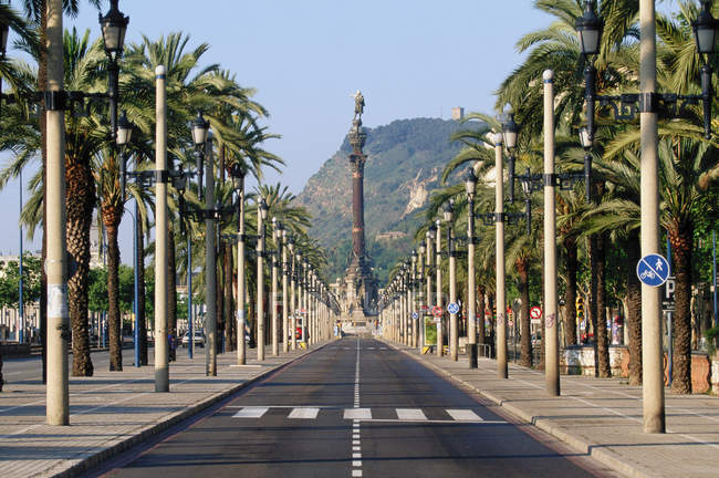 Distant view of Passeig de Colon, Barcelona, Spain — Stock Photo