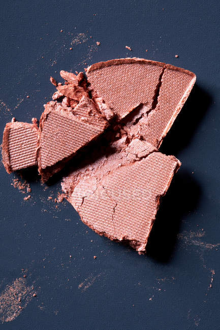 Close up shot of cracked cosmetic foundation — Stock Photo