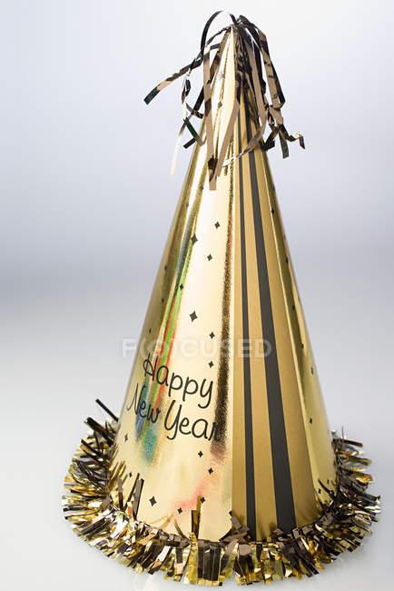 Año nuevo víspera sombrero de fiesta de oro - foto de stock