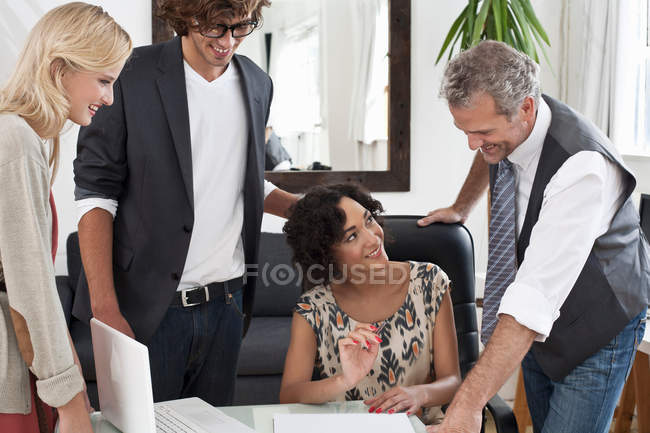 Business people working together at desk — Stock Photo