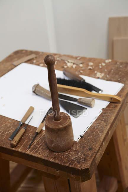 Установки для буравлення інструменти і папери — стокове фото
