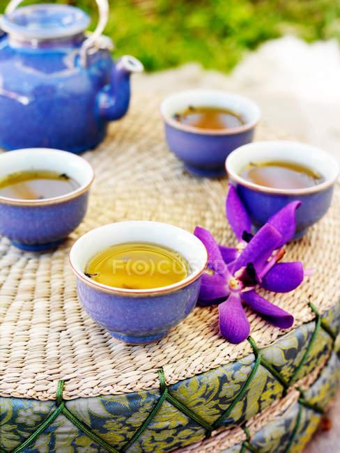 Tasses de thé et théière — Photo de stock