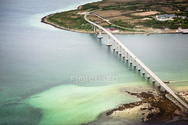 Brücke über Gletschersee — Stockfoto