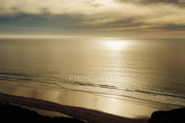 Puesta de sol sobre el mar en San Diego - foto de stock