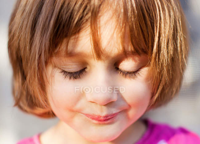 Young girl with eyes closed, close up — Stock Photo