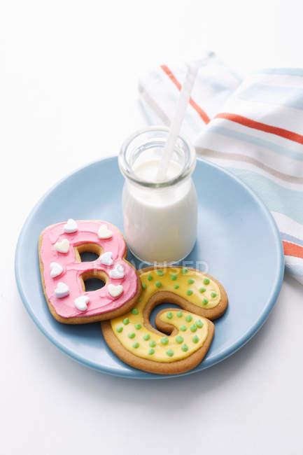 Decoración de galletas en formas de letra - foto de stock