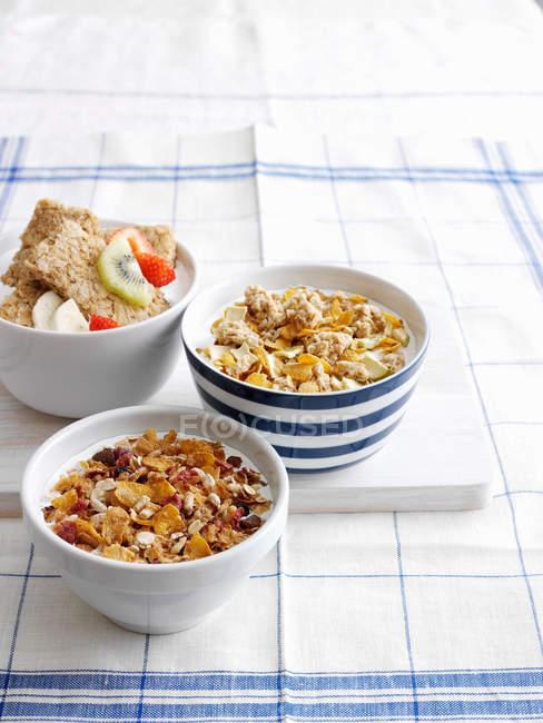 Cereali da colazione con frutta — Foto stock