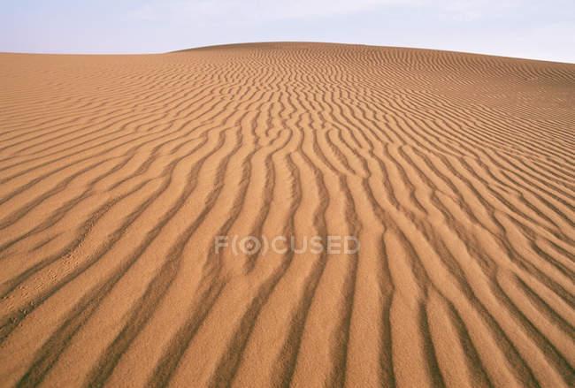 Wavy sand texture in desert dune — Stock Photo