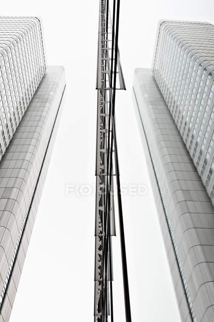 Edificios de oficinas modernos en el distrito - foto de stock