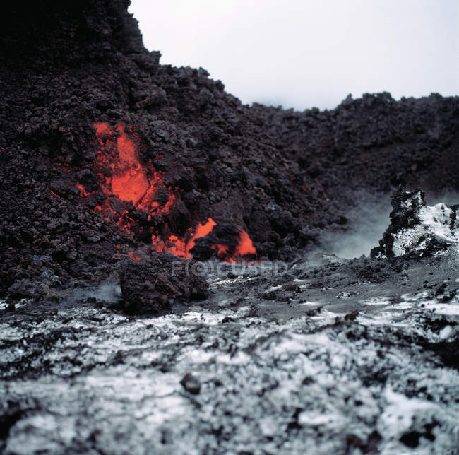 Hot lava flowing down — Stock Photo