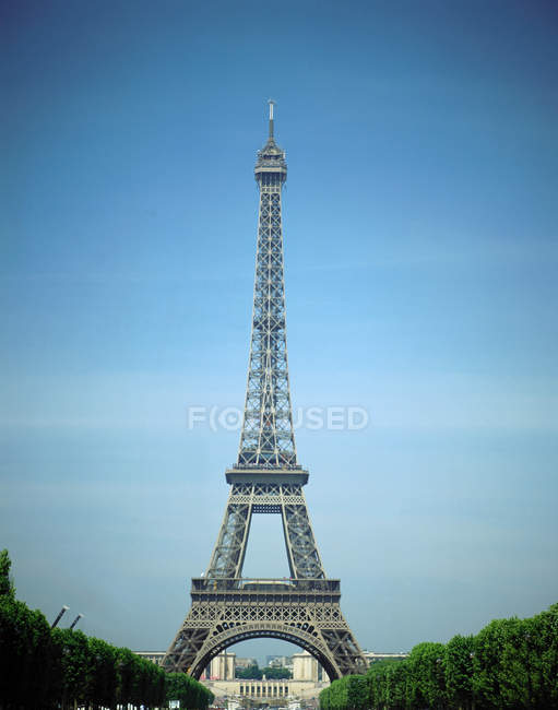 Low angle view of Eiffel Tower with blue sky on background, Paris, France — Stock Photo