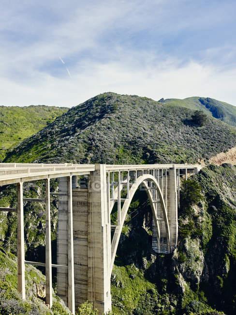 Puente de Bexby en la autopista 1 - foto de stock