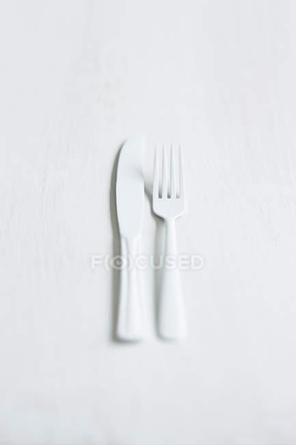 Coltello e forchetta di plastica — Foto stock