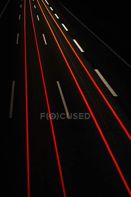 Довгою витримкою уявлення про дорожній рух вночі — стокове фото