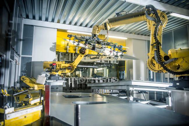 Auto-Teile, die vom Roboter behandelt — Stockfoto