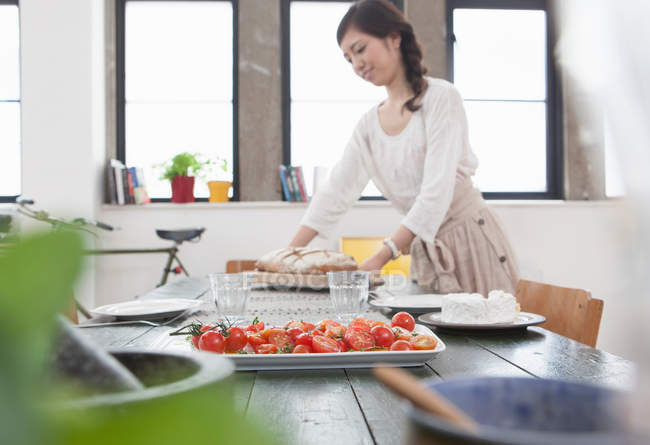 Young woman preparing lunch at table — Stock Photo