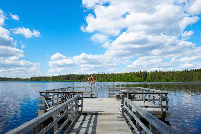 Дерев'яні док в озеро — стокове фото
