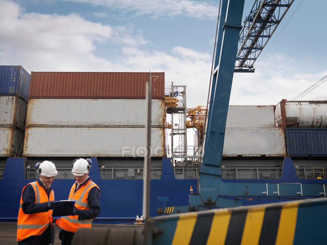 Port Workers In Front Of Loaded Ship — Stock Photo