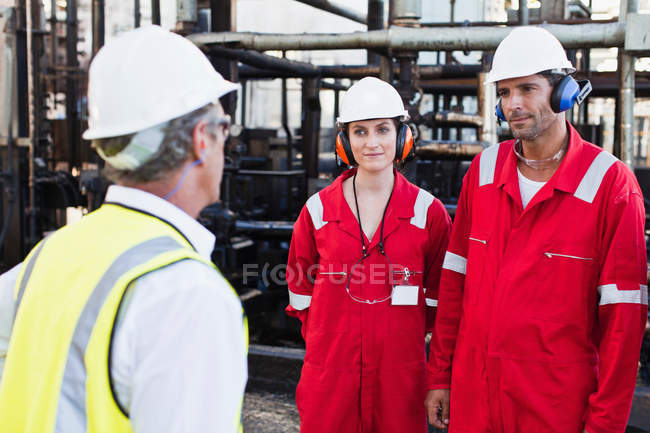 Workers talking at chemical plant — Stock Photo