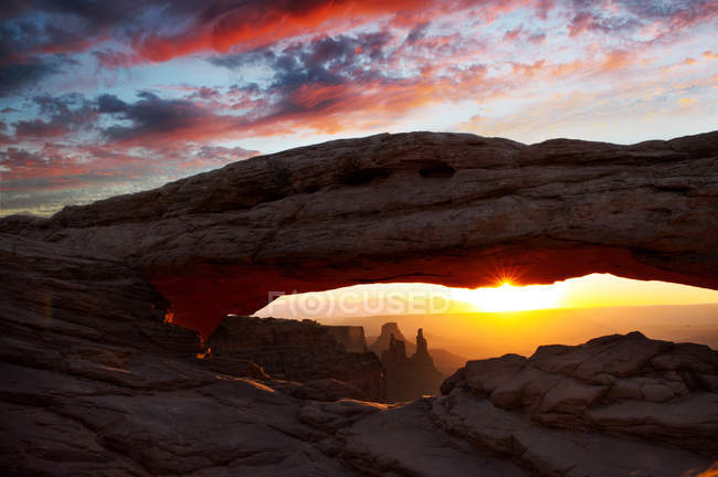 Формирование скал на закате — стоковое фото