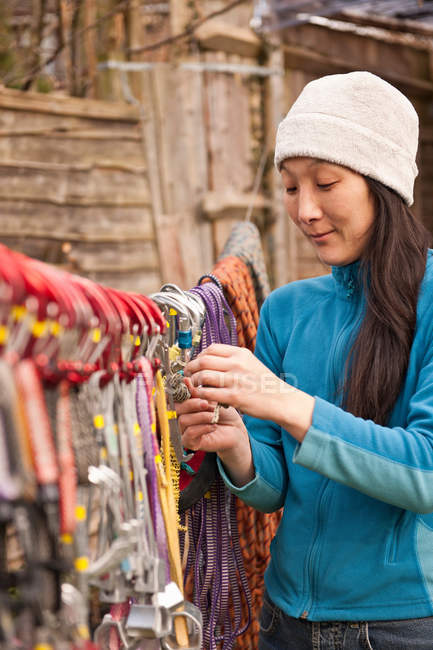 Hiker hanging climbing ropes on line — Stock Photo