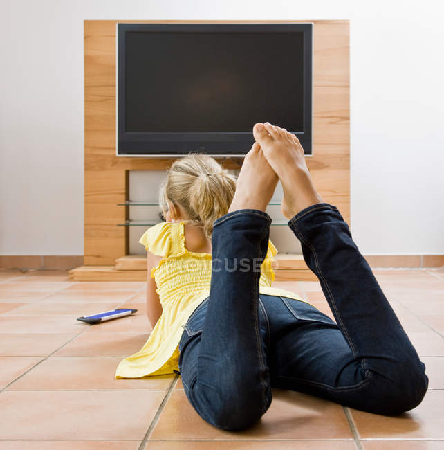 Young girl watching television — Stock Photo