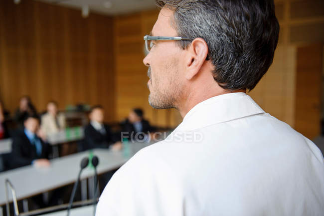 Doctor addressing audience in room — Stock Photo