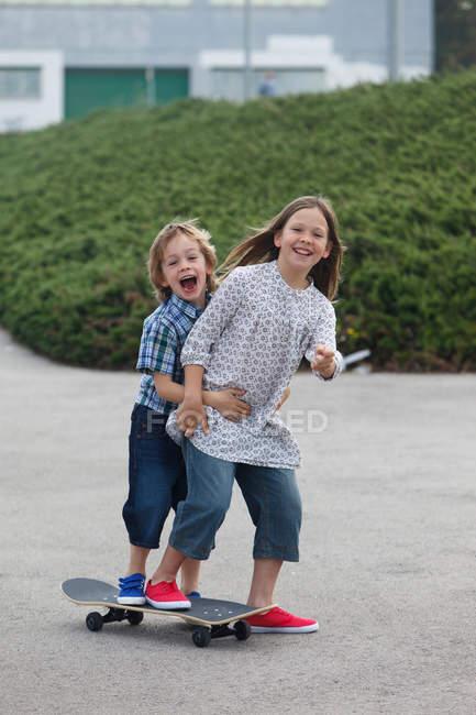 Children playing on skateboard — Stock Photo