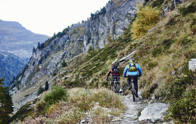 Mountain bikers on dirt track, Valais, Switzerland — Stock Photo