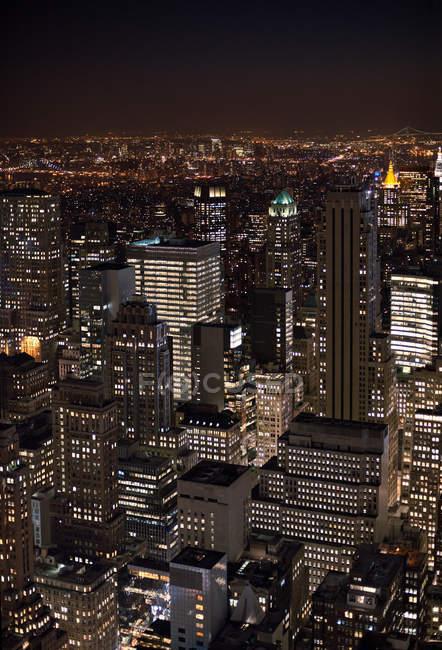 Paesaggio urbano notturno di Manhattan — Foto stock