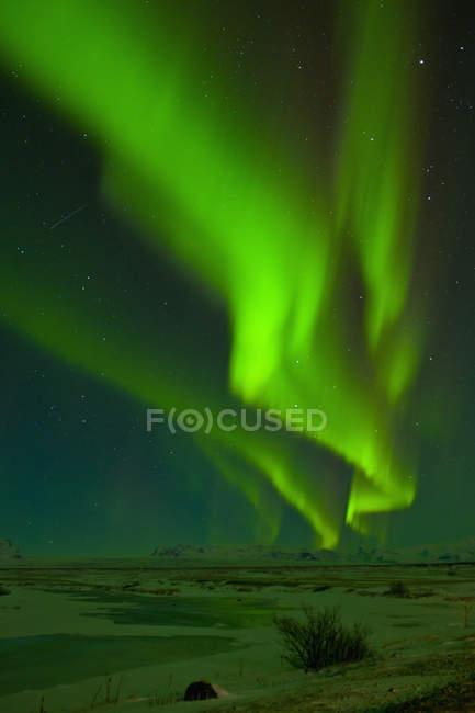 Полярне сяйво вночі, Скафтафетль, Південно-Східної Ісландії — стокове фото