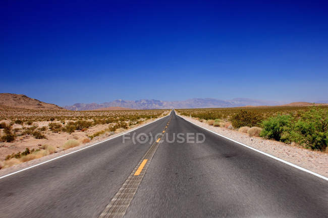 Paved road in landscape — Stock Photo