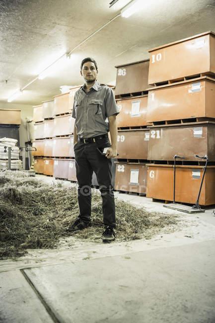 Porträt des Wissenschaftlers im Werk Wachstum Forschung Zentrum Lager — Stockfoto