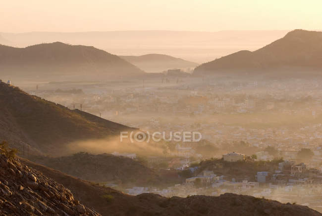 Fog rolling over mountain towns — Stock Photo